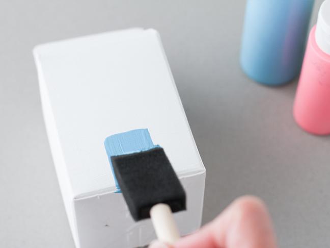 1 nanesite boju na kutiju od mleka